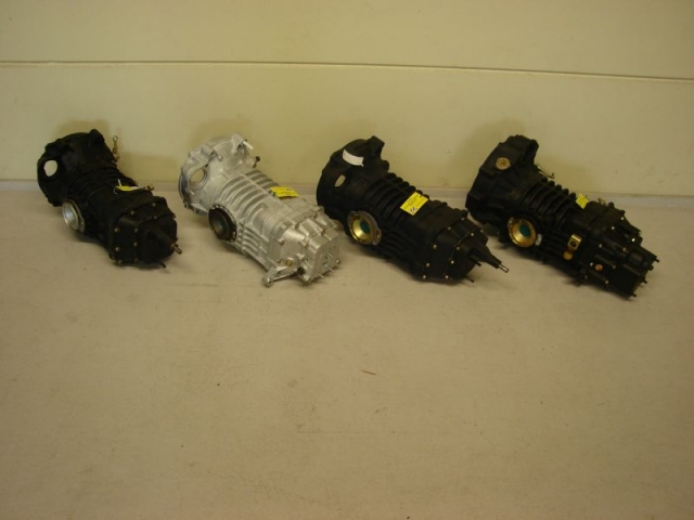 Volkswagen type 2 versnellingsbak - busbak - T2 transmission  T2 getriebe teile